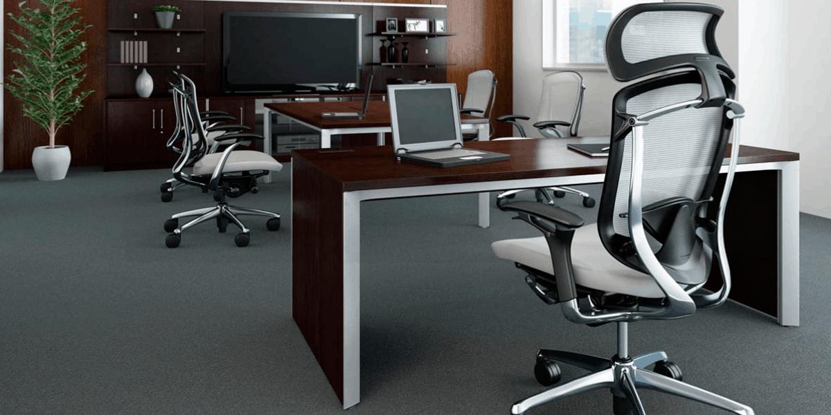 As cadeiras ergonômicas estão presentes na maioria dos projetos de arquitetura corporativa devem seguir o formato natural do corpo para o maior conforto e também evitar lesões decorrentes da má postura.