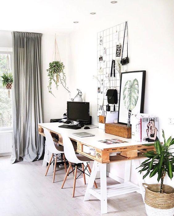 Os móveis de pallet vão dar um toque rústico a seu home office, com a vantagem de serem sustentáveis e mais baratos.