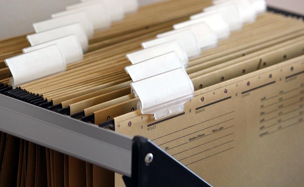 os documentos impressos acabam tomando parte do tempo dos profissionais quando forem armazenados ou acessados